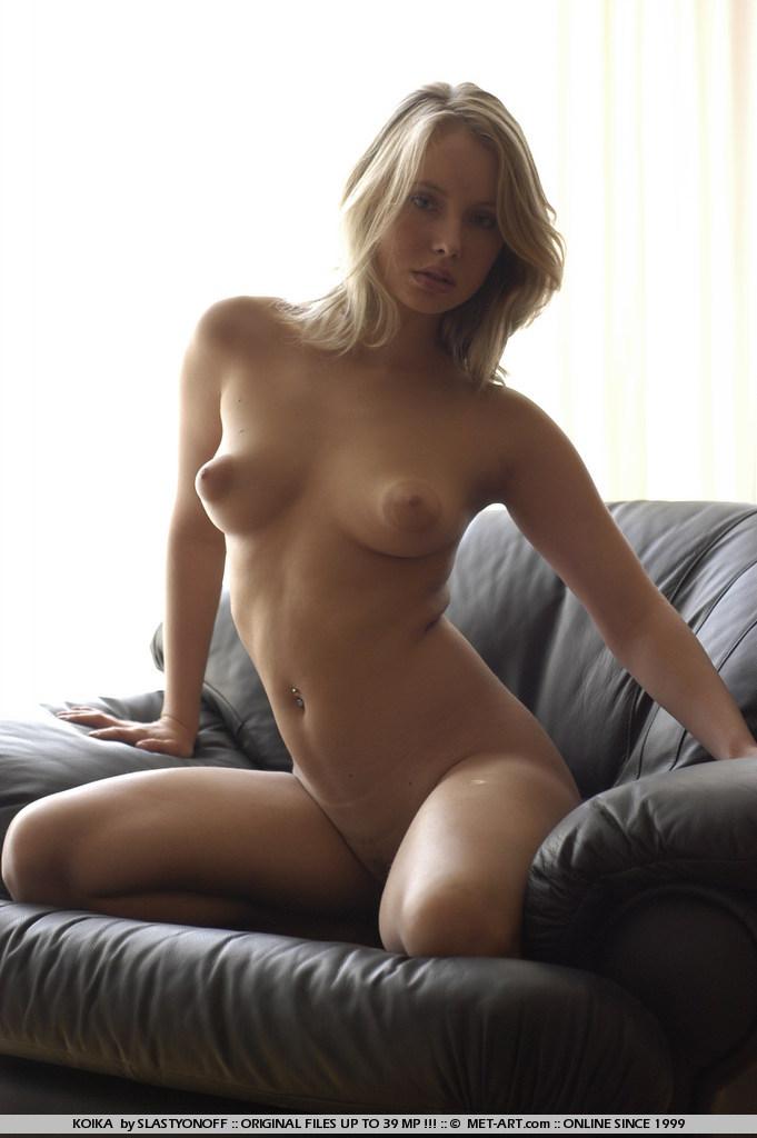 Art chloe girl met nude