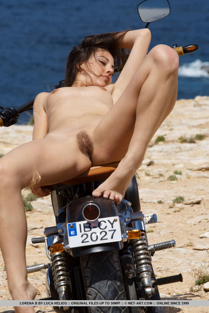 Hot nude biker chicks