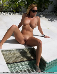 Hot chick with big boobs who want to come out and play
