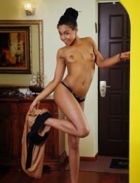 Hot dark skinned hottie showing her body in the nude