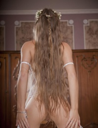 Long hair amateur teenage chick