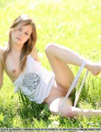 outdoor sexy babe porn pics