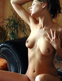 petite girl naked pics