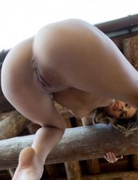 Public showing of a fine ass from met art