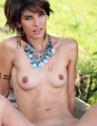 Sexy model with short crazy hair style naked images