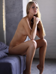 Skinny chick is sexy while she gets naked