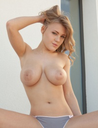 Viola Bailey and her magnificent cuppable breasts xxx