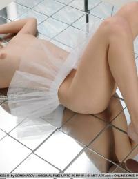 xxx adult porn girls from met art thumbnail gallery